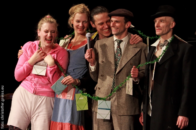 "Dead or Alive Slam, Theater Lübeck, Gruppenbild ""tote Dichter"""