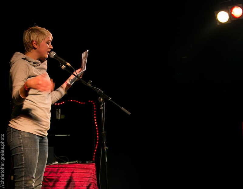 Leonie Warnke, Poetry Slam Filmhaus Lübeck November 2014. christoffer.greiss.photo