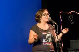 Zara Zerbe bei den Schleswig-Holstein Poetry Slam Meisterschaft Halbfinale II 2017 Lübeck im Filmhaus