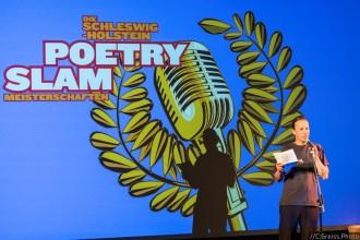 Kai Frantzen bei den Schleswig-Holstein Poetry Slam Meisterschaft Halbfinale II 2017 Lübeck im Filmhaus